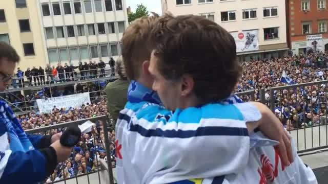 5000 Fans feiern den ERC am Rathausplatz